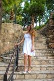 Menina bonita em escadas Fotografia de Stock