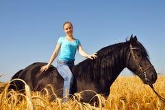 Menina bonita em horseback fotos de stock royalty free