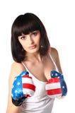 Menina bonita em luvas de encaixotamento. imagem de stock royalty free