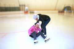 Menina bonita em patins Imagens de Stock Royalty Free