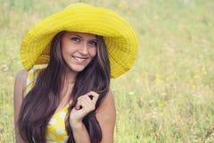 Menina bonita em um chapéu. foto de stock royalty free