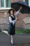 Menina bonita em um chapéu com um guarda-chuva fotos de stock royalty free