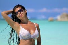 A menina em uma praia imagens de stock