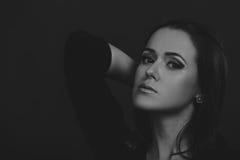 Menina bonita em um fundo escuro Foto de Stock Royalty Free