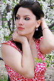 A menina bonita em um jardim Fotos de Stock Royalty Free