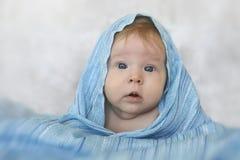 Menina bonita em um lenço azul Imagens de Stock Royalty Free