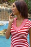 Menina bonita em um telefone de pilha Imagens de Stock Royalty Free
