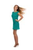 Menina bonita em um vestido de turquesa com cabelo tornando-se no Imagem de Stock Royalty Free
