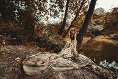 Menina bonita em um vestido longo imagens de stock