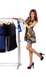 Menina bonita em um vestido perto do gancho Imagens de Stock