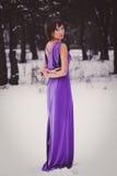 Menina bonita em um vestido roxo longo imagem de stock royalty free
