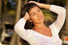 A menina em um por do sol Fotos de Stock
