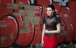 Menina bonita em uma fábrica abandonada Imagens de Stock