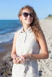 Menina bonita em uma praia Fotos de Stock Royalty Free
