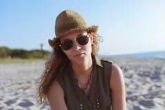 Menina bonita em uma praia Foto de Stock Royalty Free