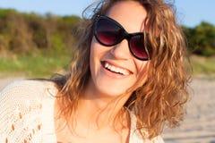 Menina bonita em uma praia Imagem de Stock Royalty Free