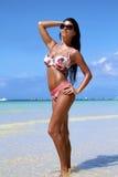 A menina bonita em uma praia foto de stock