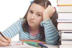 A menina bonita está desenhando Imagens de Stock Royalty Free