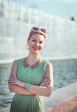 Menina bonita feliz com as cintas na roupa do vintage exterior Imagem de Stock Royalty Free