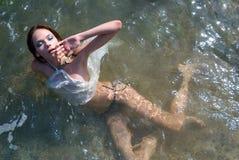Menina bonita na água Fotografia de Stock Royalty Free