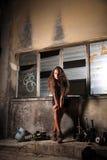 Menina bonita na área industrial Foto de Stock