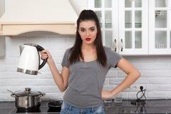 Menina bonita na cozinha Fotos de Stock Royalty Free
