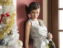 Menina bonita na festa de Natal elegante imagem de stock