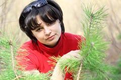 Menina bonita na floresta da mola Imagens de Stock Royalty Free