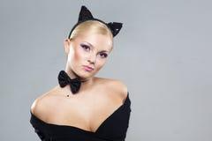 Menina bonita na imagem de um gato Fotos de Stock Royalty Free