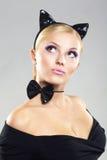 Menina bonita na imagem de um gato Foto de Stock