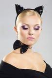 Menina bonita na imagem de um gato Fotos de Stock