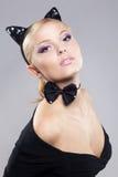 Menina bonita na imagem de um gato Imagens de Stock