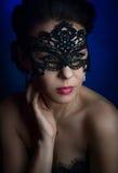 Menina bonita na máscara Fotos de Stock Royalty Free