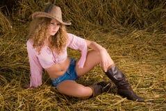 Menina bonita na roupa do cowboy foto de stock