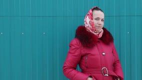menina bonita na roupa do inverno video estoque