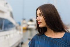 Menina bonita no beira-rio Foto de Stock