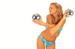 Menina bonita no biquini com esfera do disco Fotos de Stock Royalty Free