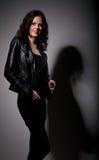Menina bonita no casaco de cabedal Fotografia de Stock Royalty Free