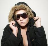 Menina bonita no casaco de pele preto Imagens de Stock Royalty Free