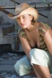 Menina bonita no chapéu de cowboy foto de stock