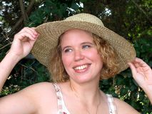 Menina bonita em Straw Hat Imagens de Stock Royalty Free