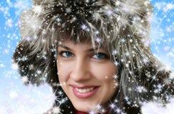 Menina bonita no chapéu forrado a pele do inverno Foto de Stock Royalty Free