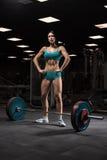 Menina bonita no gym Fotos de Stock Royalty Free