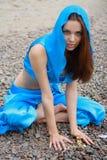 Menina bonita no pano do leste azul fotografia de stock royalty free