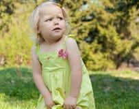 Menina bonita no parque. Fotografia de Stock