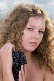 Menina bonita no piquenique imagens de stock royalty free
