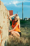 Menina bonita no por do sol Fotos de Stock Royalty Free