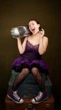 Menina bonita no roxo com rádio grande Fotos de Stock