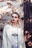 Menina bonita no vestido branco Imagem de Stock Royalty Free