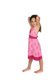 Menina bonita no vestido cor-de-rosa e nos pés desencapados Fotos de Stock